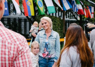 Sarah Knappik beim Kinderfest der deutschen Kinderkrebsnachsorge