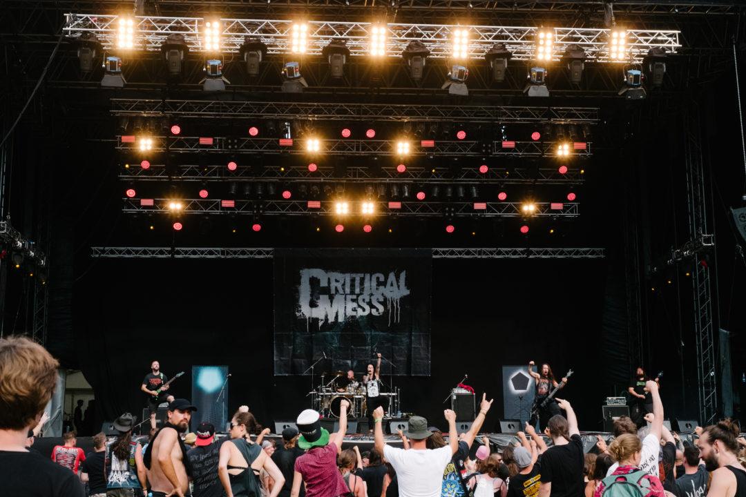 Auf Tour mit der Deathmetal Band Critical Mess